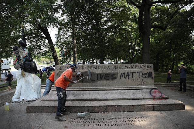 "<p>Baltimore city workers remove graffiti from the pedestal where a statue dedicated to Robert E. Lee and Thomas ""Stonewall"" Jackson stood Aug. 16, 2017 in Baltimore, Md. The City of Baltimore removed four statues celebrating confederate heroes from city parks overnight, following the weekend's violence in Charlottesville, Virginia. (Photo: Win McNamee/Getty Images) </p>"