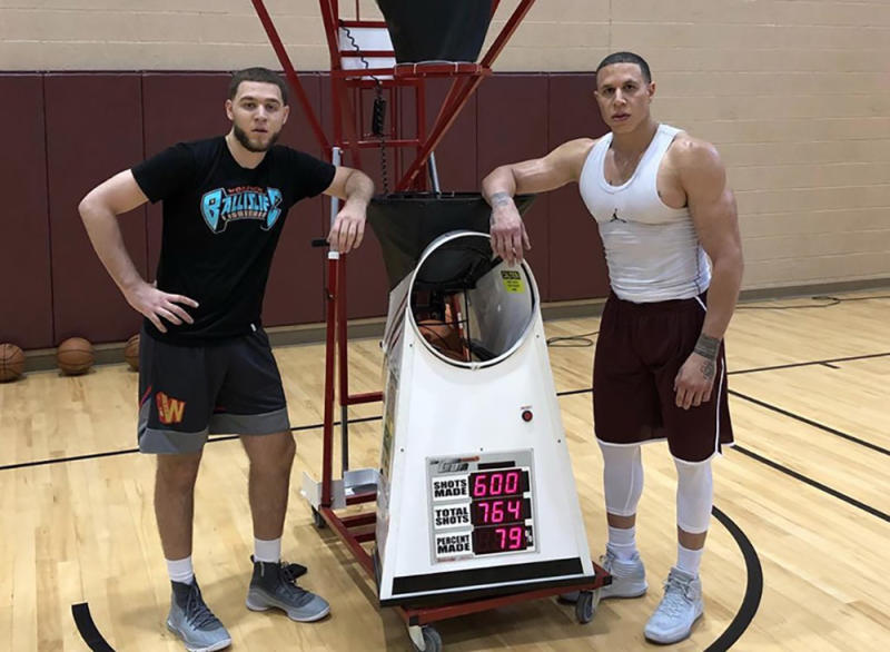 Former NBA point guard Mike Bibby is jacked now, and the internet lost it