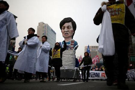 Members of Korean Confederation of Trade Unions march with an effigy of South Korean President Park Geun-hye during a general strike calling for Park to step down in central Seoul, South Korea, November 30, 2016. REUTERS/Kim Hong-Ji