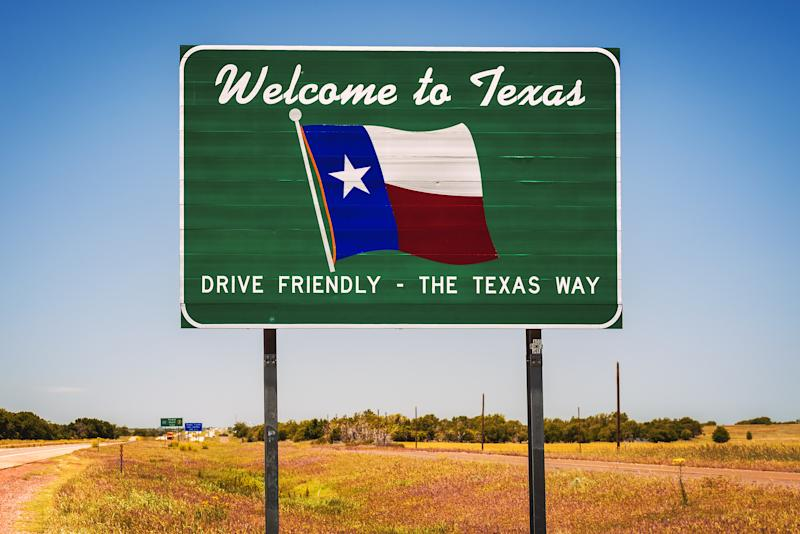 Welcome to Texas state road sign at the state border