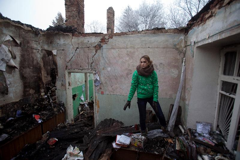 A member of the medical staff salvages items from the rubble of a destroyed clinic in the village of Opytne near Artemivsk in the Donetsk region on February 15, 2015 (AFP Photo/Petro Zadorozhnyy)