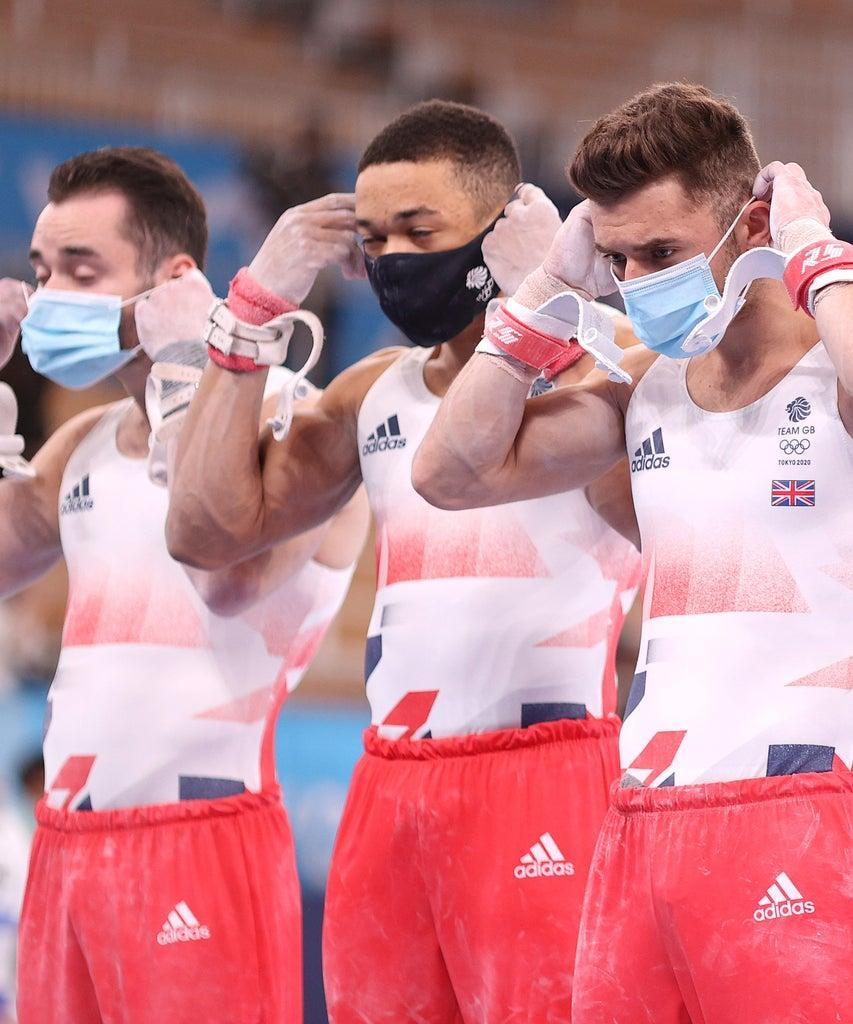 TOKYO, JAPAN – JULY 26: James Hall, Joe Fraser, Giarnni Regini -Moran, and Max Whitlock of Team Great Britain don masks ahead of the Men's Team Final on day three of the Tokyo 2020 Olympic Games at Ariake Gymnastics Centre on July 26, 2021 in Tokyo, Japan. (Photo by Patrick Smith/Getty Images)