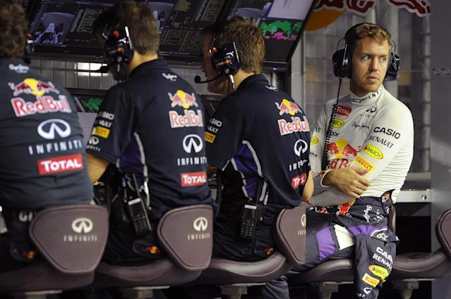 Red Bull Racing team driver Sebastian Vettel (R) waits in the control station prior to take off in the second practice session of the Formula One Singapore Grand Prix at the Marina Bay Street circuit on September 19, 2014 (AFP Photo/Romeo Gacad)