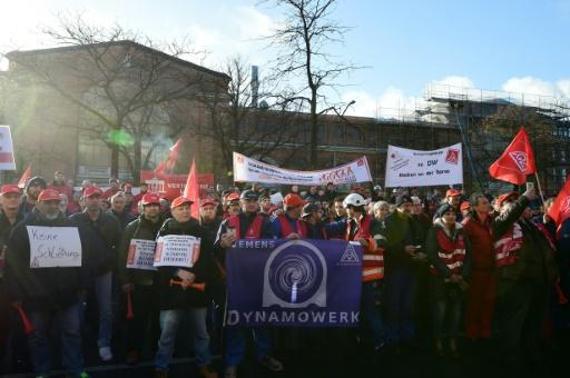 Siemens workers vow fightback against Germany job cull