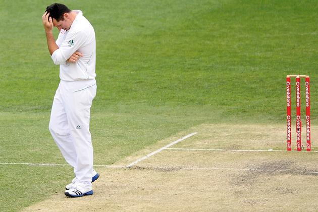Graeme Smith of South Africa looks dejected during day four of the First Test match between Australia and South Africa at The Gabba on November 12, 2012 in Brisbane, Australia.  (Photo by Matt Roberts/Getty Images)