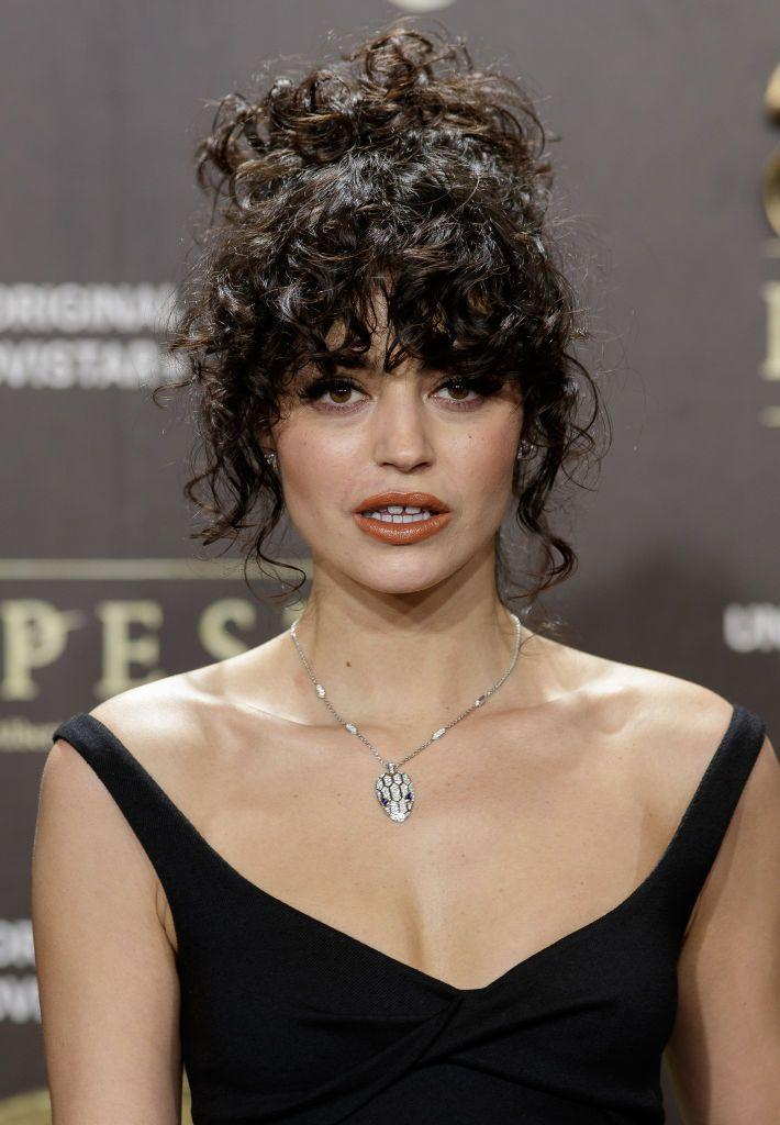 <p>This is a flattering look for anyone, and it's so easy to do! Just bring your curls up into a high messy bun, but leave out your bangs and a face-framing tendrils.</p>