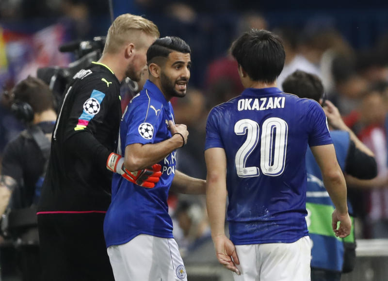 Leicester City's Kasper Schmeichel, Riyad Mahrez and Shinji Okazaki at half time