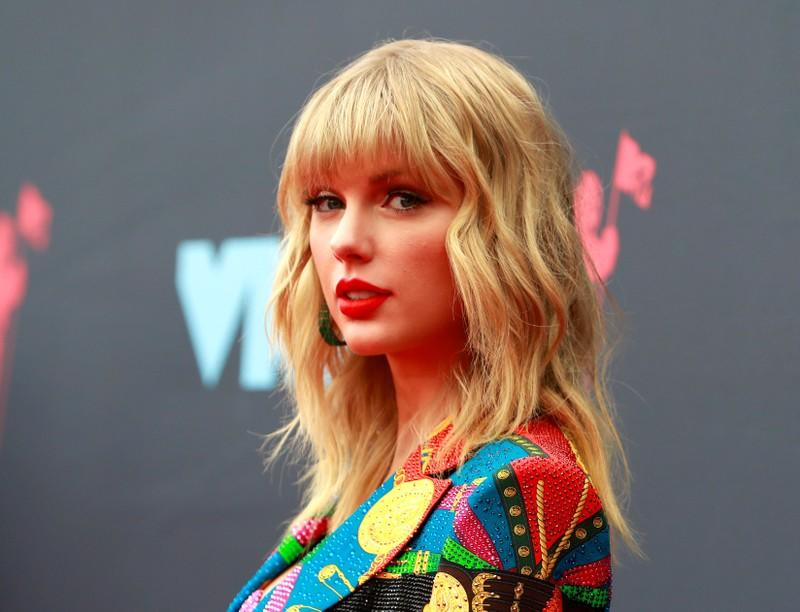 Death threats prompt music executive to appeal for peace in feud with Taylor Swift