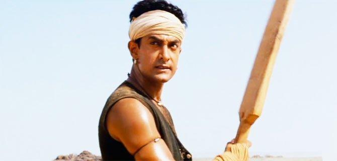 <p>One of the biggest blockbusters of 2001, Lagaan took Aamir Khan to new heights of success and recognition. But don't be a fool to think it was only Mr. Perfectionist who found renewed fame from the movie, his bat gave him an equal competition. When the cricket bat that hit the winning sixer in the movie was signed by the star and put up for an auction – it fetched an easy ₹ 1,56,000 </p>
