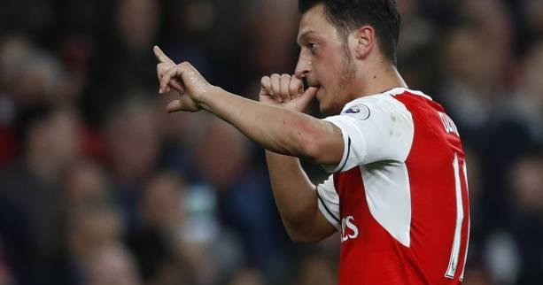 Foot - ANG - Arsenal s'amuse, Tottenham s'arrache