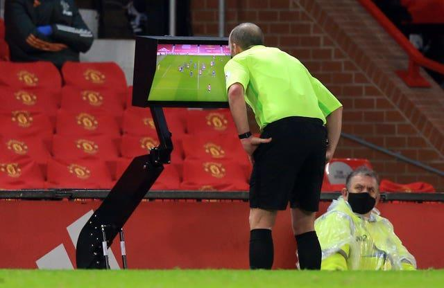 Mike Dean reviewed the Jan Bednarek challenge on Anthony Martial using the pitchside monitor