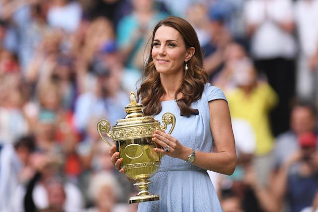 The Duchess of Cambridge presented the trophy to the men's winner, Novak Djokovic, in 2019. (Getty Images)