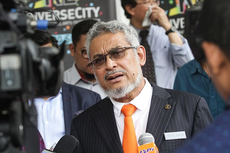 Federal Territories Minister Khalid Samad speaks to reporters after a media briefing at Carcosa Seri Negara in Kuala Lumpur August 21, 2018. ― Picture by Miera Zulyana