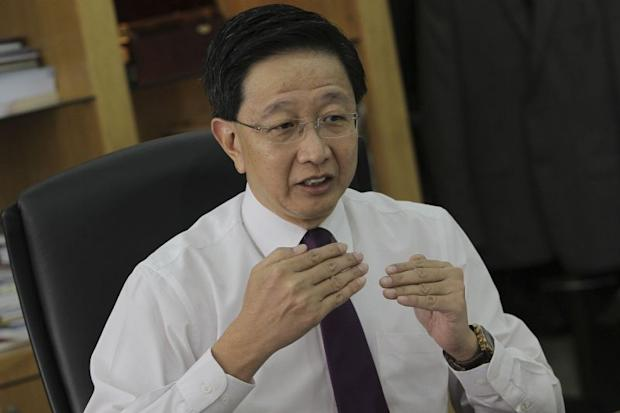 Selangor executive councillor Datuk Teng Chang Khim has apologised for an 'oversight' in the state's manual that placed restrictions on non-Muslim places of worship. — Picture by Yusof Mat Isa