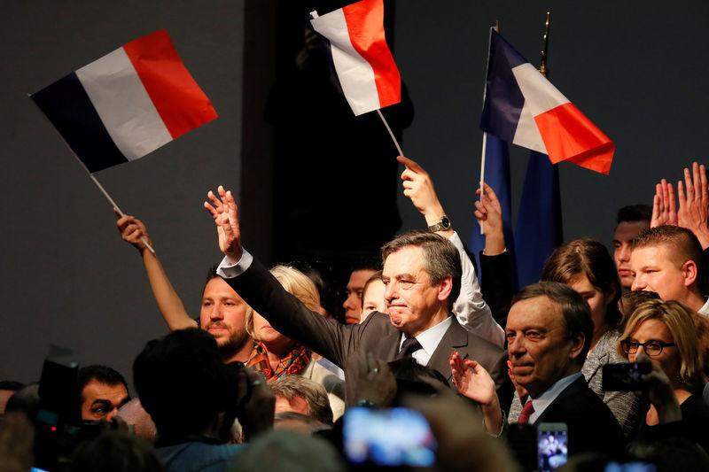 FILLON EN MEETING DANS LE VAUCLUSE