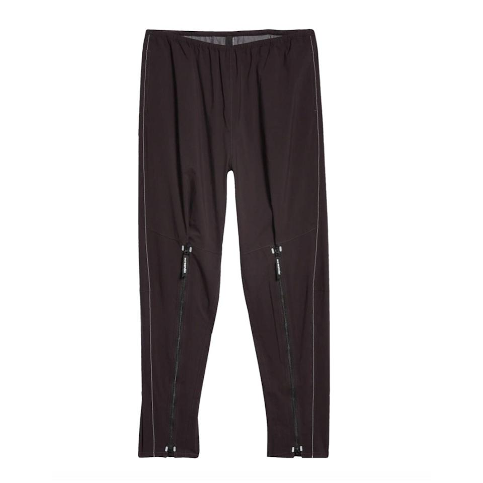 """<p><strong>And Wander</strong></p><p>nordstrom.com</p><p><strong>$440.00</strong></p><p><a href=""""https://go.redirectingat.com?id=74968X1596630&url=https%3A%2F%2Fwww.nordstrom.com%2Fs%2Fand-wander-pertex-shield-water-repellent-base-layer-pants%2F5643001%3Forigin%3Dkeywordsearch-personalizedsort%26breadcrumb%3DHome%252FAll%2BResults%252FMen%2527s%2BClothing%252FPants%26color%3Dblack&sref=https%3A%2F%2Fwww.esquire.com%2Fstyle%2Fmens-fashion%2Fg34645350%2Fbest-performance-pants-men%2F"""" rel=""""nofollow noopener"""" target=""""_blank"""" data-ylk=""""slk:Buy"""" class=""""link rapid-noclick-resp"""">Buy</a></p>"""