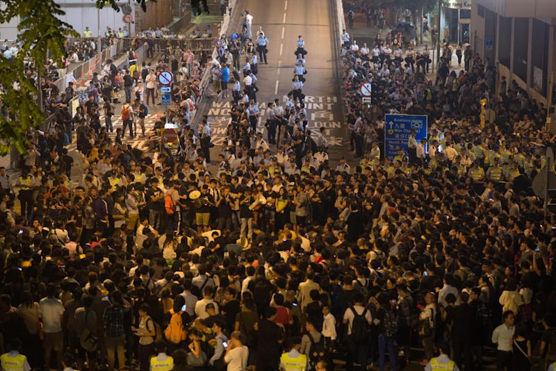 Pro-democracy protesters gather outside the police headquarters in the Wanchai district of Hong Kong on October 15, 2014 (AFP Photo/Ed Jones)