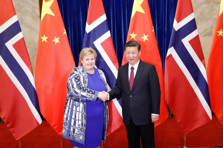Chinese President Xi Jinping shakes hands with Norway's Prime Minister Erna Solberg  at the Great Hall of People in Beijing on April 10, 2017