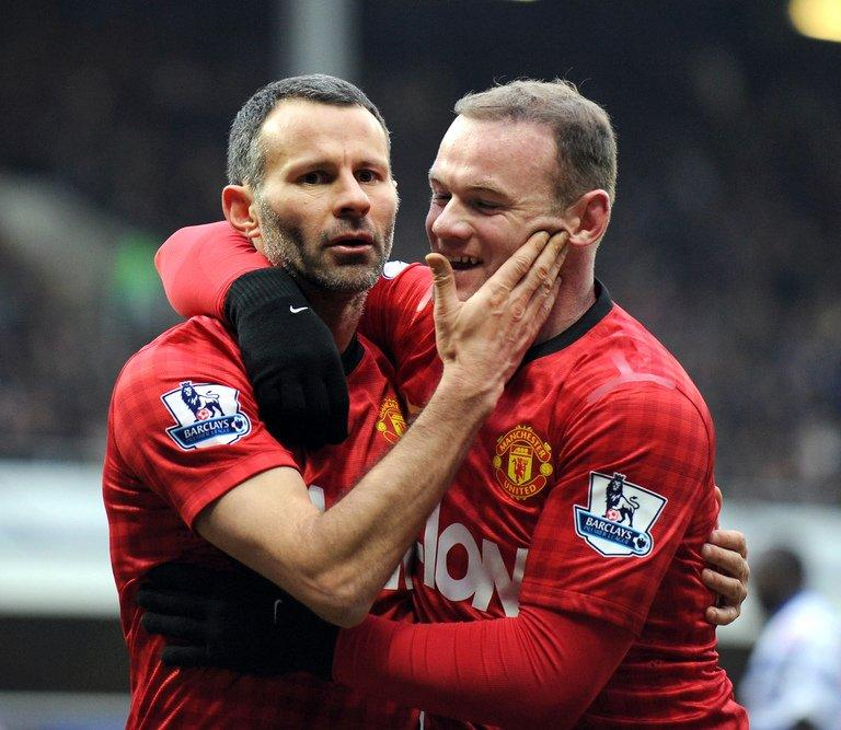 Ryan Giggs (L) celebrates scoring Manchester United's second goal against QPR with Wayne Rooney, on February 23, 2013