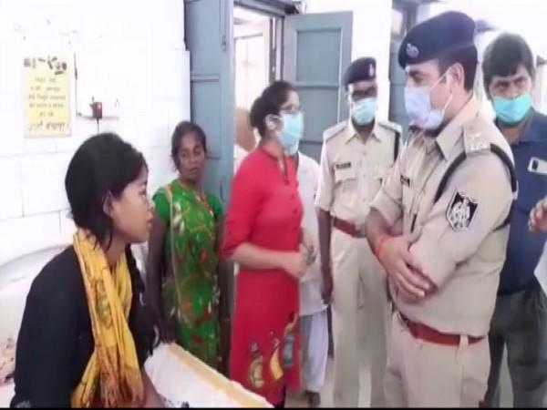 The acid attack victim speaking to the SP of Panna. (Photo/ANI)