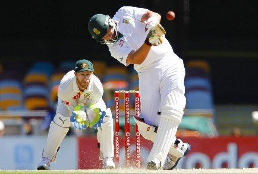 Jacques Kallis helps South Africa bat out to prevent an Australia victory in the first Test
