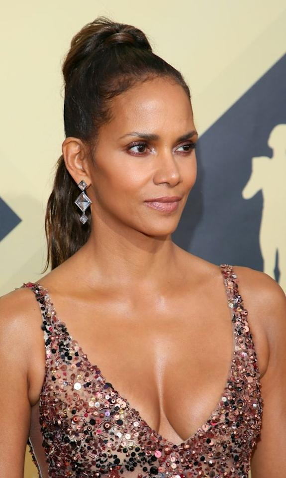 Halle Berry arriving for the 24th Annual Screen Actors Guild Awards at the Shrine Exposition Center on January 21, 2018, in Los Angeles, California