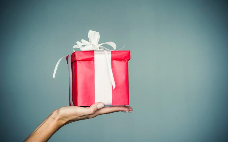 Worst Christmas gift fails and a guide to getting it right - PhotoAlto