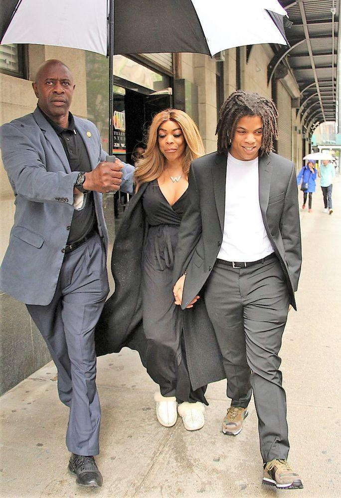 Wendy Williams and son Kevin Hunter Jr smile in the rain on their way to a Washington DC gala after arrest last night of Kevin Jr due to a fight with Kevin Hunter Sr. 23 May 2019 | MEGA