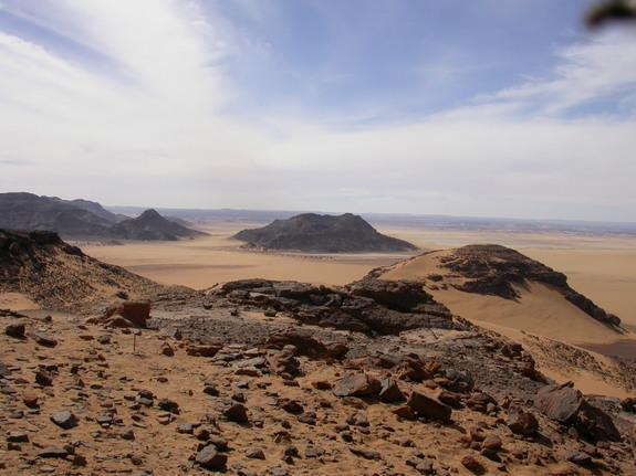Archaeologists have found hundreds of relics of Stone Age culture in Wadi Takarkori, a dried up riverbed in Southwest Libya's Sahara desert. Credit: Mary Ann Tafuri