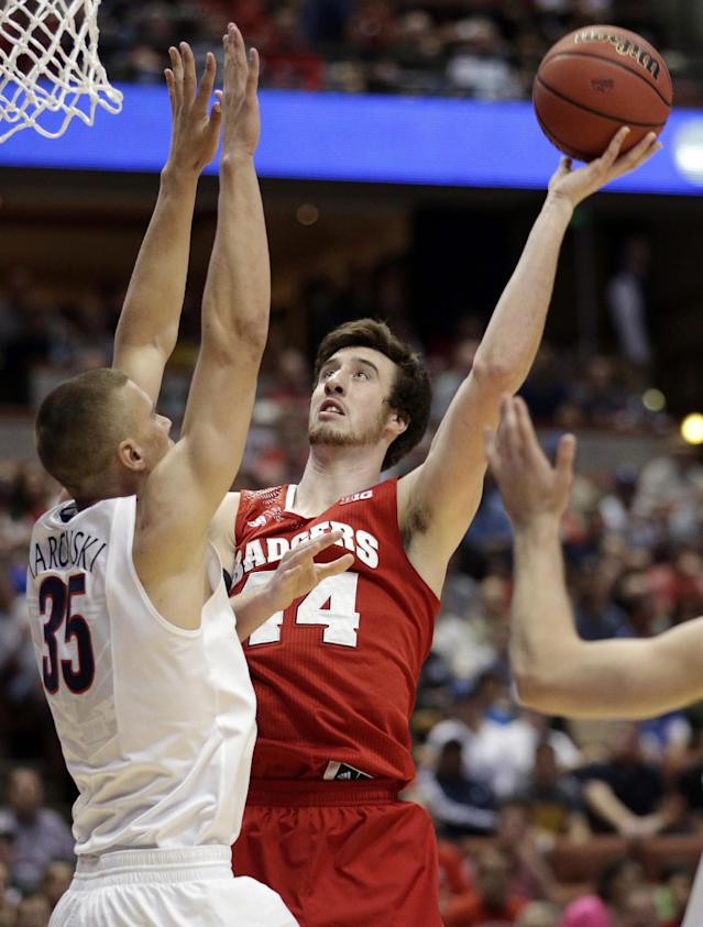 Wisconsin forward Frank Kaminsky shoots past Arizona's Kaleb Tarczewski (35) during the first half in a regional final NCAA college basketball tournament game, Saturday, March 29, 2014, in Anaheim, Calif. (AP Photo/Jae C. Hong)