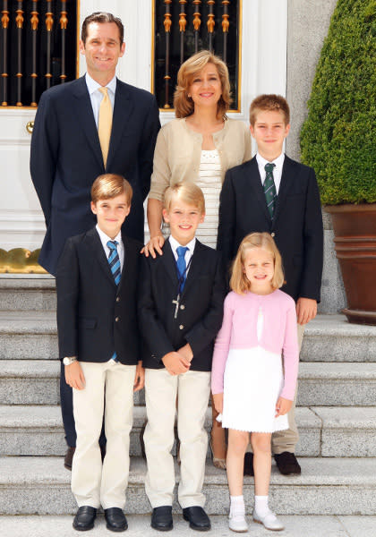 Spanish Infanta Cristina (top C) and her husband Inaki Urdangarin (top L) pose for a picture with their children Juan (top R), Pablo (bottom L), Miguel (bottom C) and Irene in a Christmas greeting card distributed by the Spanish Royal House on December 16, 2011. REUTERS/Spanish Royal House/Casa de Su Majestad el Rey/Handout (SPAIN - Tags: ROYALS) FOR EDITORIAL USE ONLY. NOT FOR SALE FOR MARKETING OR ADVERTISING CAMPAIGNS. THIS IMAGE HAS BEEN SUPPLIED BY A THIRD PARTY. IT IS DISTRIBUTED, EXACTLY AS RECEIVED BY REUTERS, AS A SERVICE TO CLIENTS