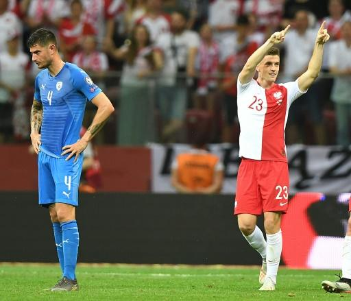 Krzysztof Piatek (R) set Poland on their way to a 4-0 win over Israel that leaves them with maximum points