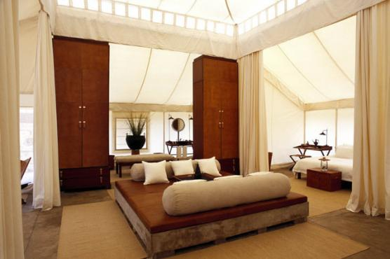 Aman-i-Khás Resort, India - There are 10 dreamy spacious canvas tents, identical in style, each set on a raised concrete plinth. The interiors boast a towering six-metre canopy in the centre of the tent, with a comfortable luxurious daybed.