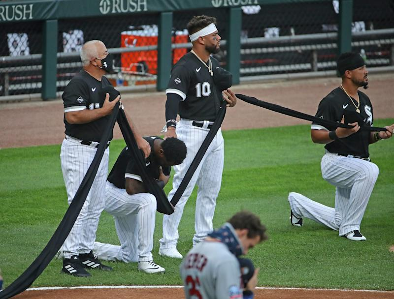 Tim Anderson, Jose Abreu take a knee.