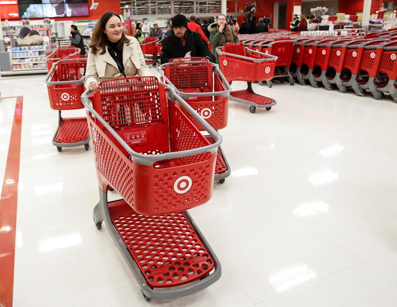 Shoppers arrive for the Black Friday sale event on Thanksgiving Day at Target in Chicago, Illinois, U.S., November 24, 2016. REUTERS/Kamil Krzaczynski
