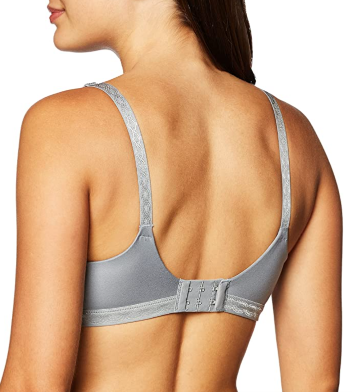 The Blissful Benefits Bra's wide-open back and silky-smooth fabric create a barely-there look under sheer shirts and tight-fitting tops.