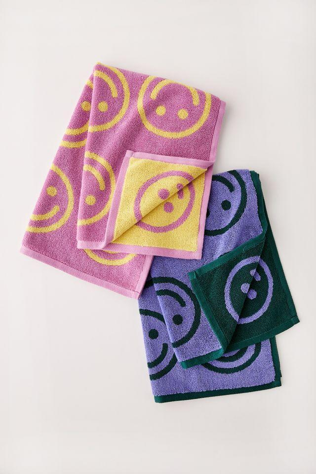"""<h2>BAGGU Happy Face Hand Towel Set<br></h2><br>""""Libras are optimistic people, so a hand towel set that adds positive vibes to their home is a great way to express their positive sentiments,"""" says Stardust.<br><br><strong>Baggu</strong> Happy Face Hand Towel Set, $, available at <a href=""""https://go.skimresources.com/?id=30283X879131&url=https%3A%2F%2Fwww.urbanoutfitters.com%2Fshop%2Fbaggu-happy-face-hand-towel-set%3F"""" rel=""""nofollow noopener"""" target=""""_blank"""" data-ylk=""""slk:Urban Outfitters"""" class=""""link rapid-noclick-resp"""">Urban Outfitters</a>"""
