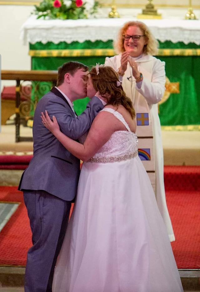 Shannon Lynch bought herself more time to find and marry the man of her dreams - by having her arm amputated. [Photo: SWNS]
