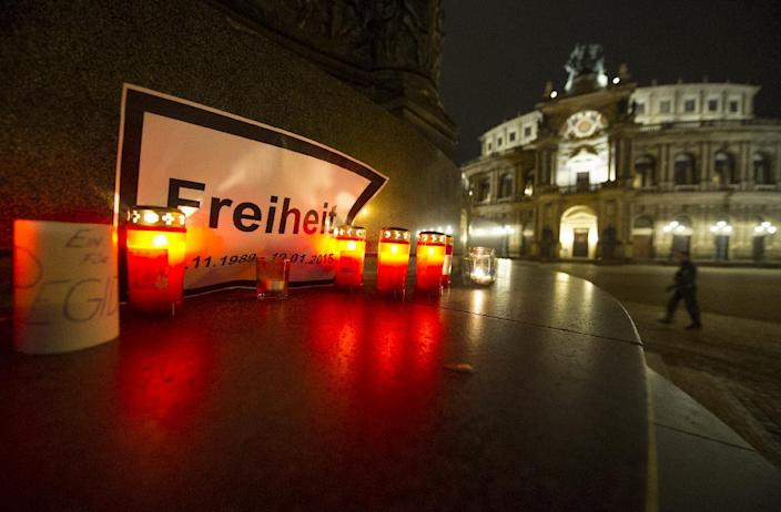 Candles and a sign reading 'Freedom' are seen in front of the Semper Opera in Dresden, Germany, on January 19, 2015 after police ban all public open-air gatherings within city limits (AFP Photo/Robert Michael)