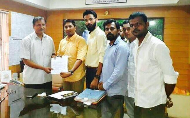 Mumbai: Video shows man checking HSC papers in cafe, alleges Yuva Sena