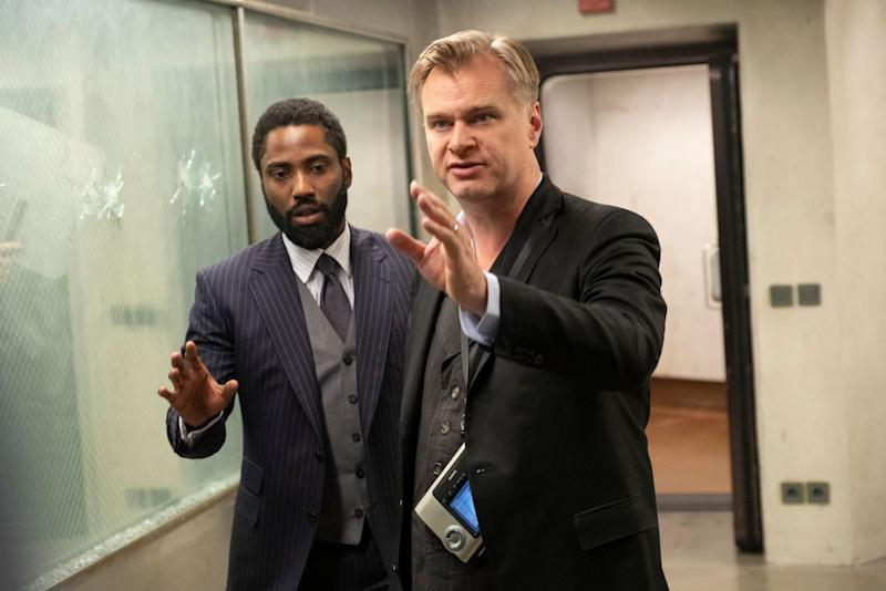 Christopher Nolan dirige John David Washington no set de Tenet. Foto: Warner Bros.