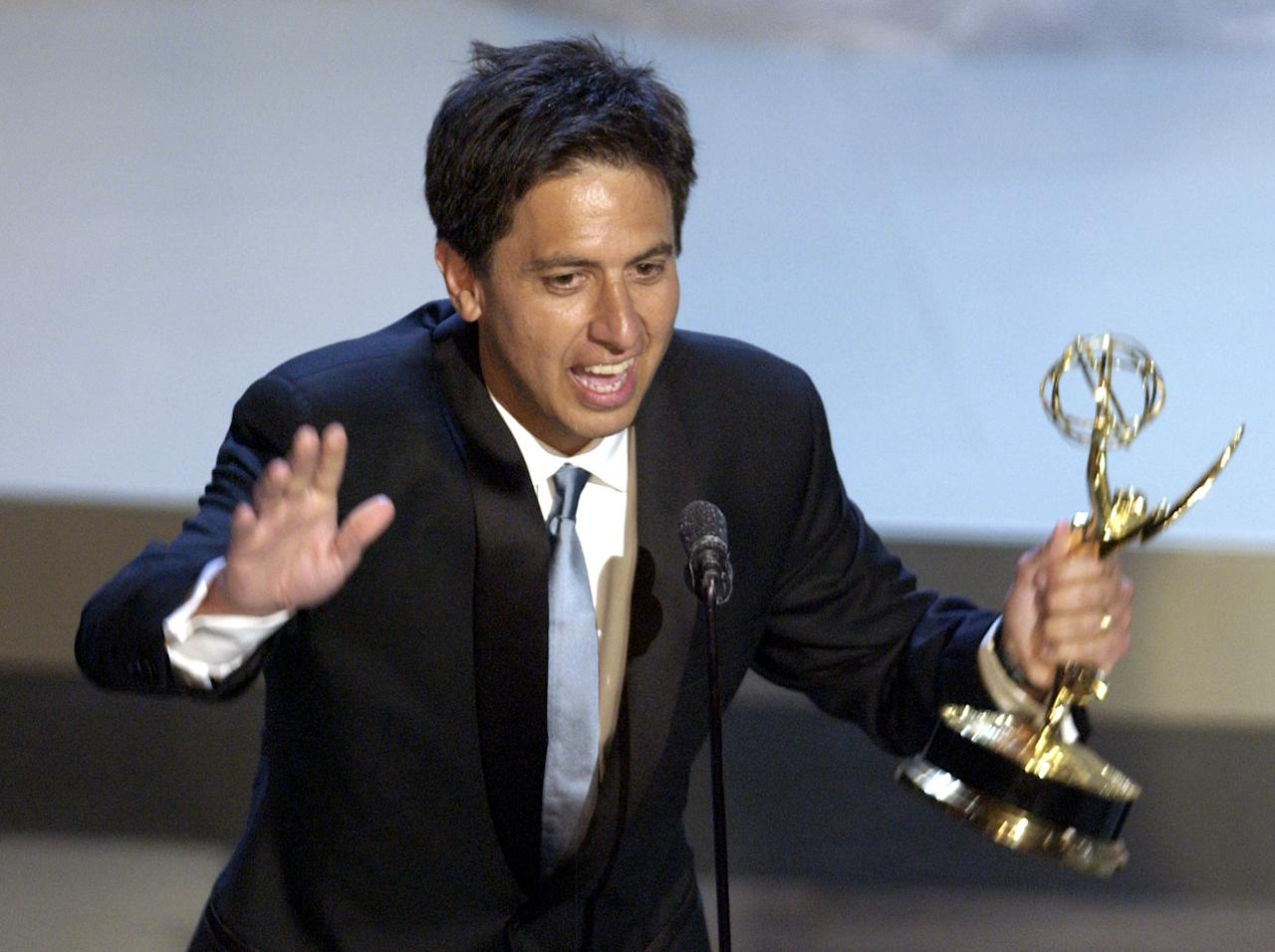 "Actor Ray Romano accepts his Emmy for outstanding lead actor in a comedy series for ""Everybody Loves Raymond,"" at the 54th annual Primetime Emmy Awards at the Shrine Auditorium in Los Angeles Sunday, Sept. 22, 2002. (AP Photo/Kevork Djansezian)"