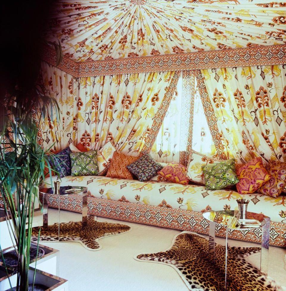 <p>Fashion designer Valentino Garavani transformed an alcove in his apartment in Rome into a Turkish tent with shirred fabric walls and ceilings and a decadently long banquette for lounging. </p>