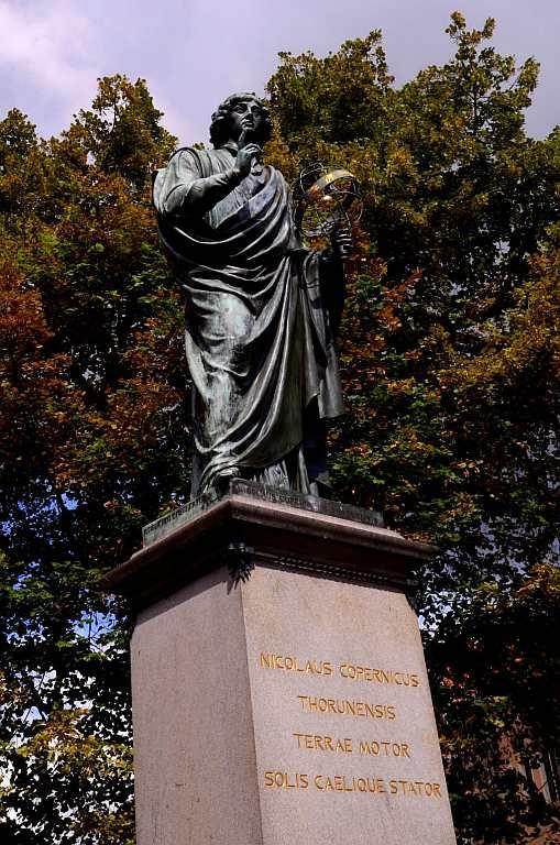 <p>The town renowned for its legendary gingerbread revolves around one man who literally lives today in the city – Nicolas Copernicus Thorunensis. Statues and shops, universities and restaurants are all named after this man who observed that it was the earth that rotated around the static sun.</p>