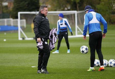 Leicester City manager Craig Shakespeare and Leicester City's Ben Chilwell during training
