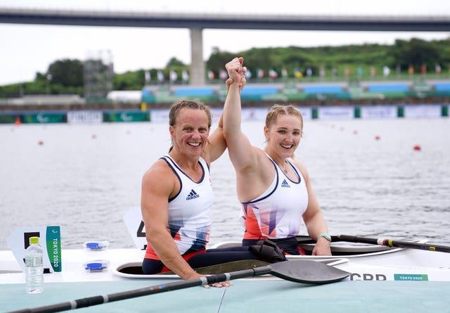 Great Britain's Charlotte Henshaw, right, edged out GB team-mate Emma Wiggs