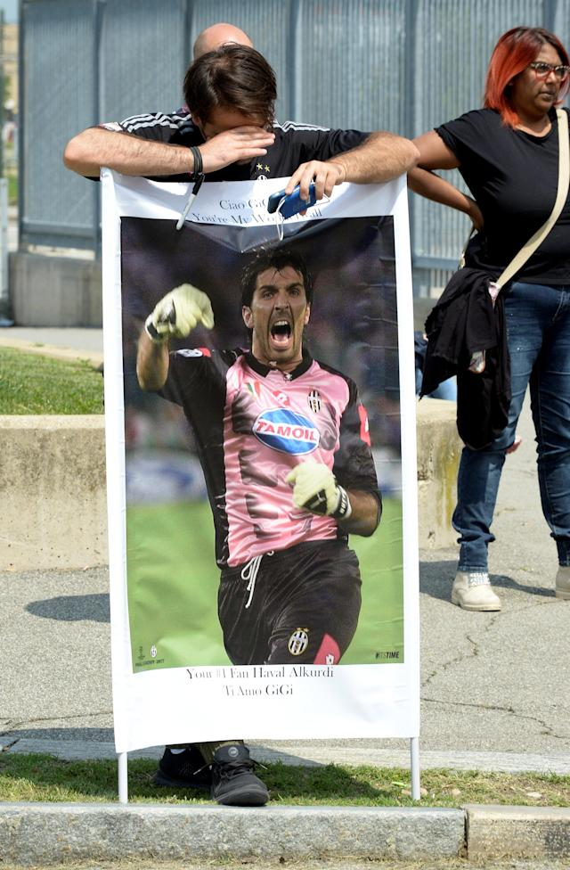 A supporter of Juventus goalkeeper Gianluigi Buffon holds a banner outside Allianz stadium during a news conference in Turin, Italy, May 17, 2018. REUTERS/Massimo Pinca