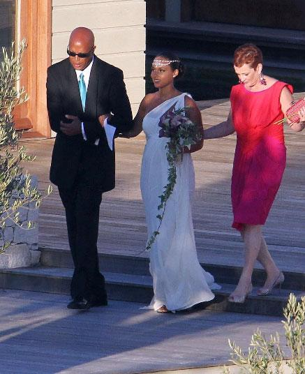 Alicia Keys: July 2010: Singer/songwriter Alicia Keys chose a Greco-Roman style dress for her wedding to R&B producer Kasseem Dean Aka Swizz Beats. The pregnant bride kept her gown simple and elegant as the couple exchanged vows on the southern coast of Italy. Photo: Vibe
