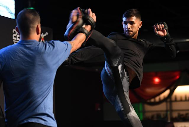 Yair Rodriguez of Mexico holds an open workout for fans and media on Nov. 7, 2018 in Denver. (Getty Images)