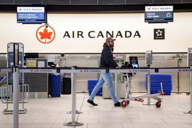 Air Canada is supposed to start issuing refunds to travellers soon, under the terms of an agreement reached with the federal government.